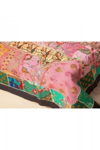 Cuvertura dubla multicolora lucrata manual din sariuri