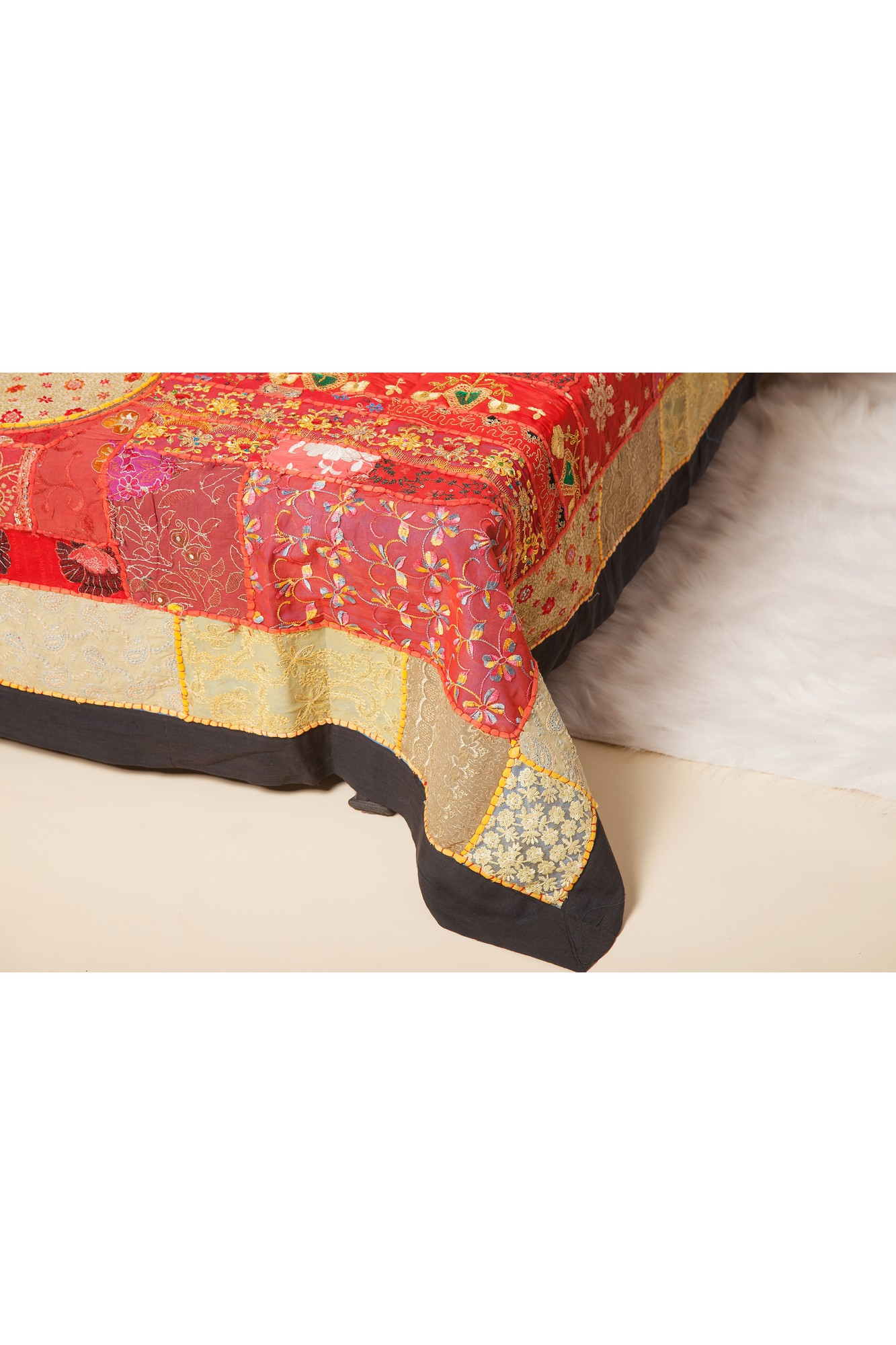Cuvertura dubla caramizie cu elefant lucrata manual din sariuri