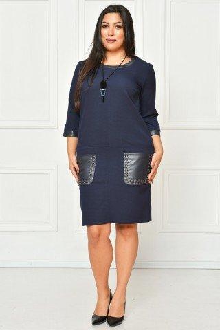 Rochie de zi bleumarin cu detalii din piele si colier