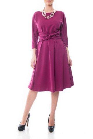 Rochie violet Dona Kyros in clos cu model