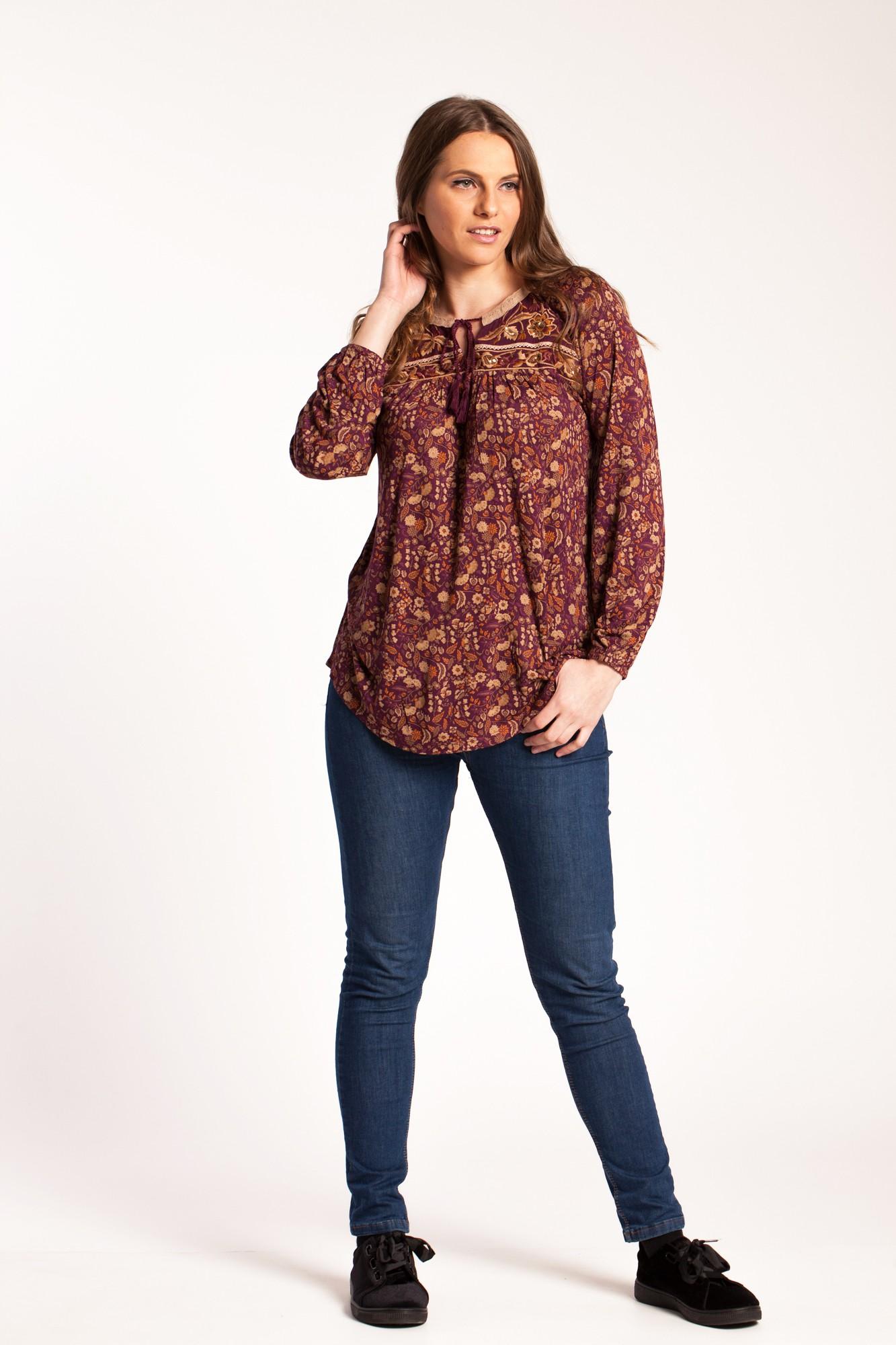 Bluza visinie Alona din vascoza cu imprimeu si broderie