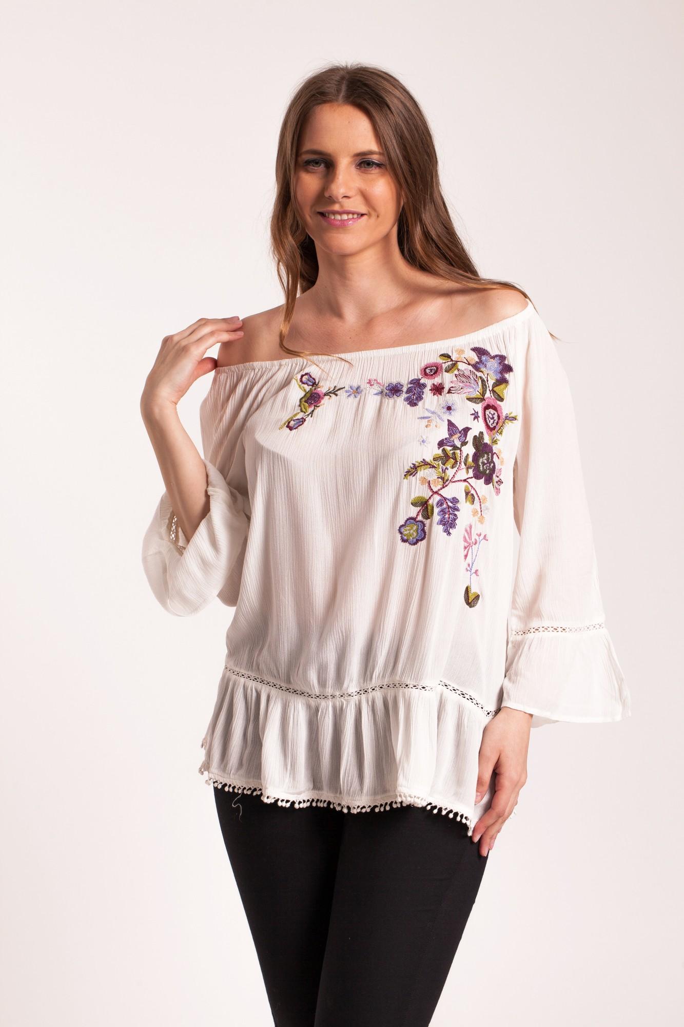 Bluza alba Alfo cu broderie florala si ciucuri