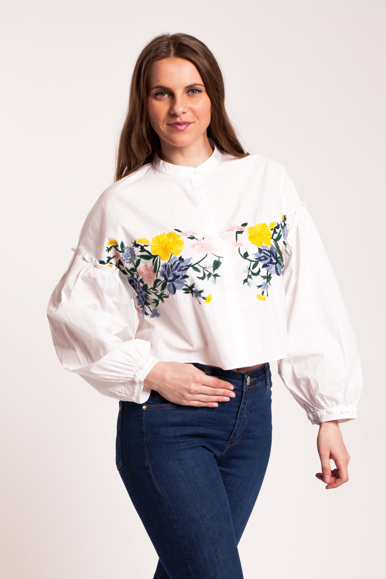 Camasa alba scurta supradimensionata cu broderie florala