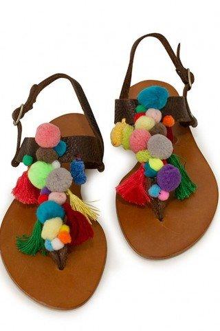 Sandale maro din piele cu ciucuri