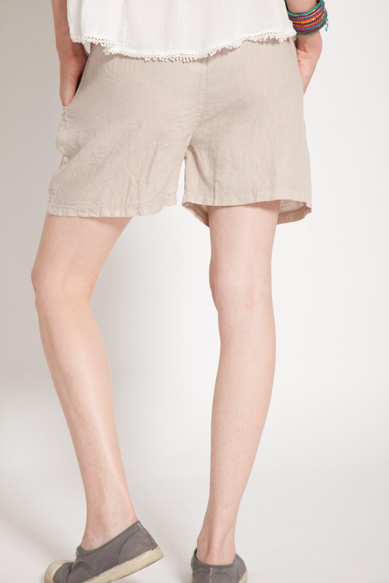 Pantaloni scurti beige din in