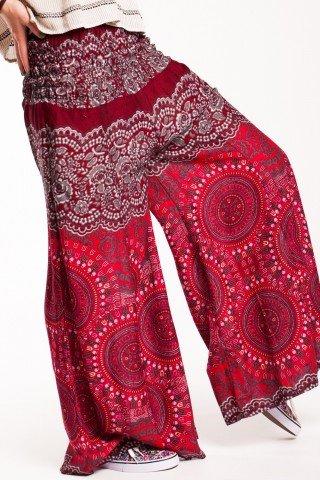 Pantaloni rosu-visiniu evazati din vascoza