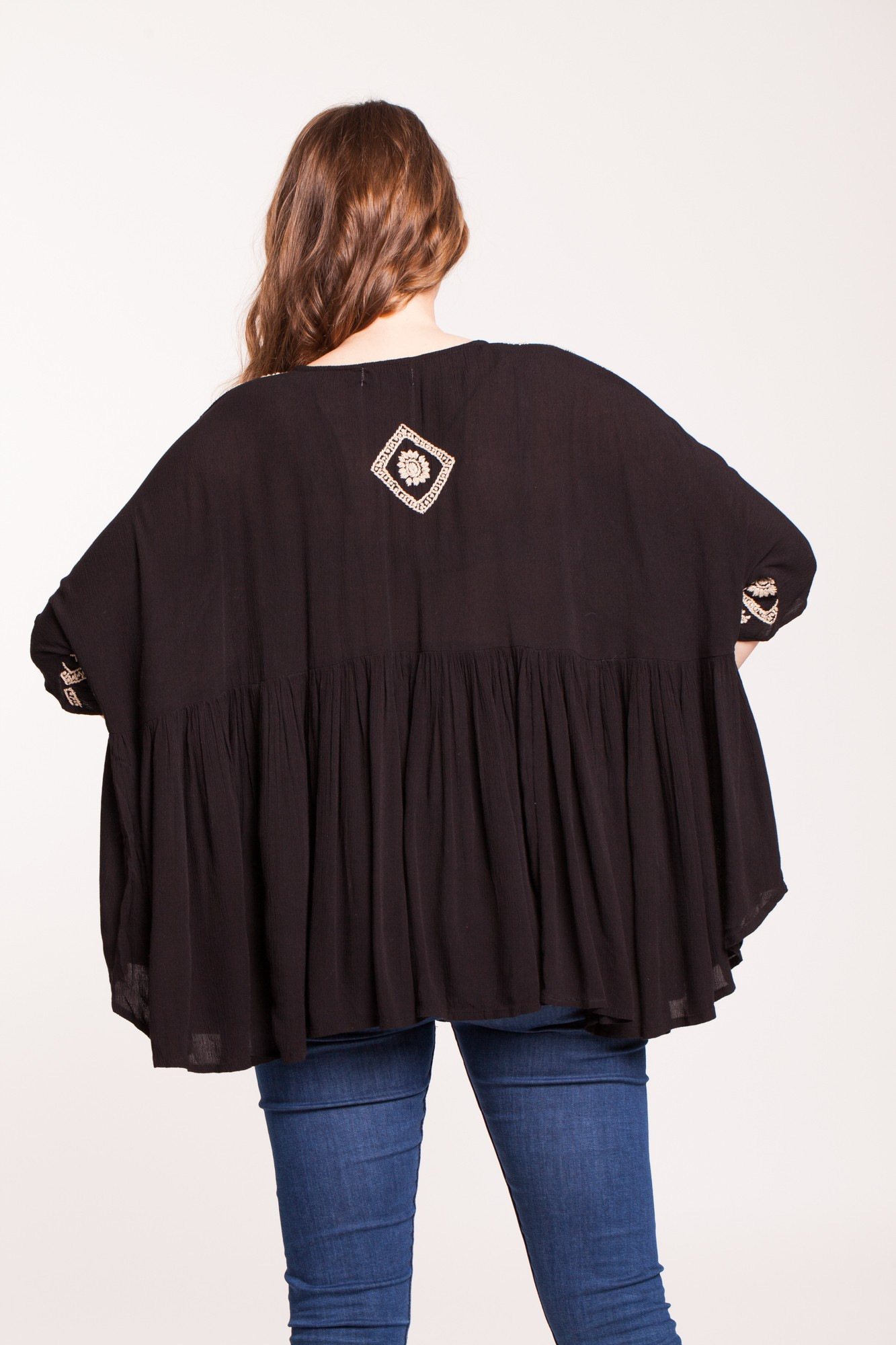 Bluza neagra larga din vascoza Alma brodata