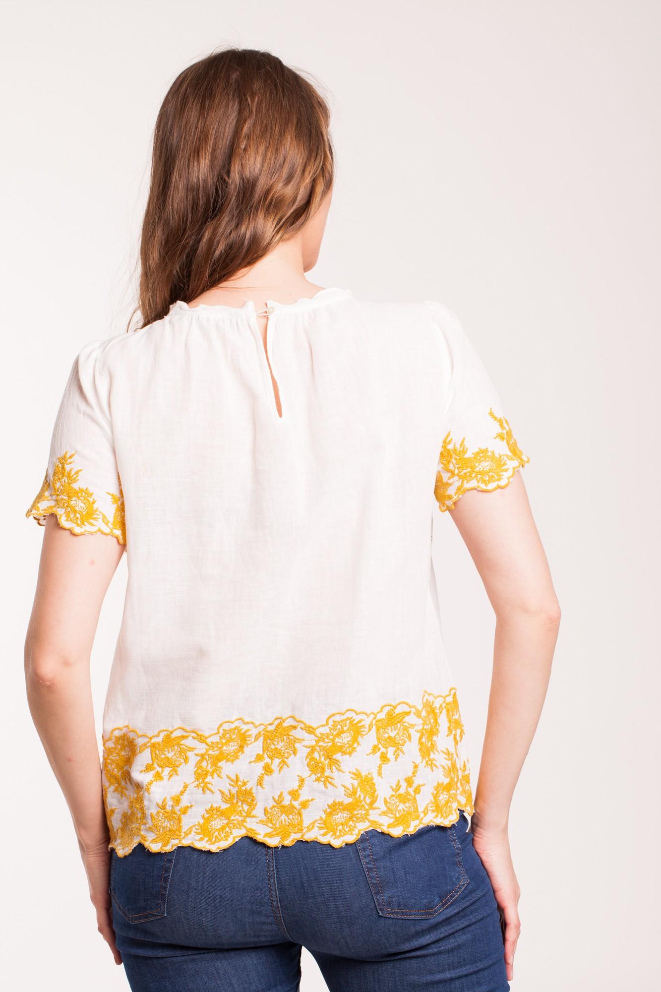 Bluza alba casual Casia cu broderie galben-mustar
