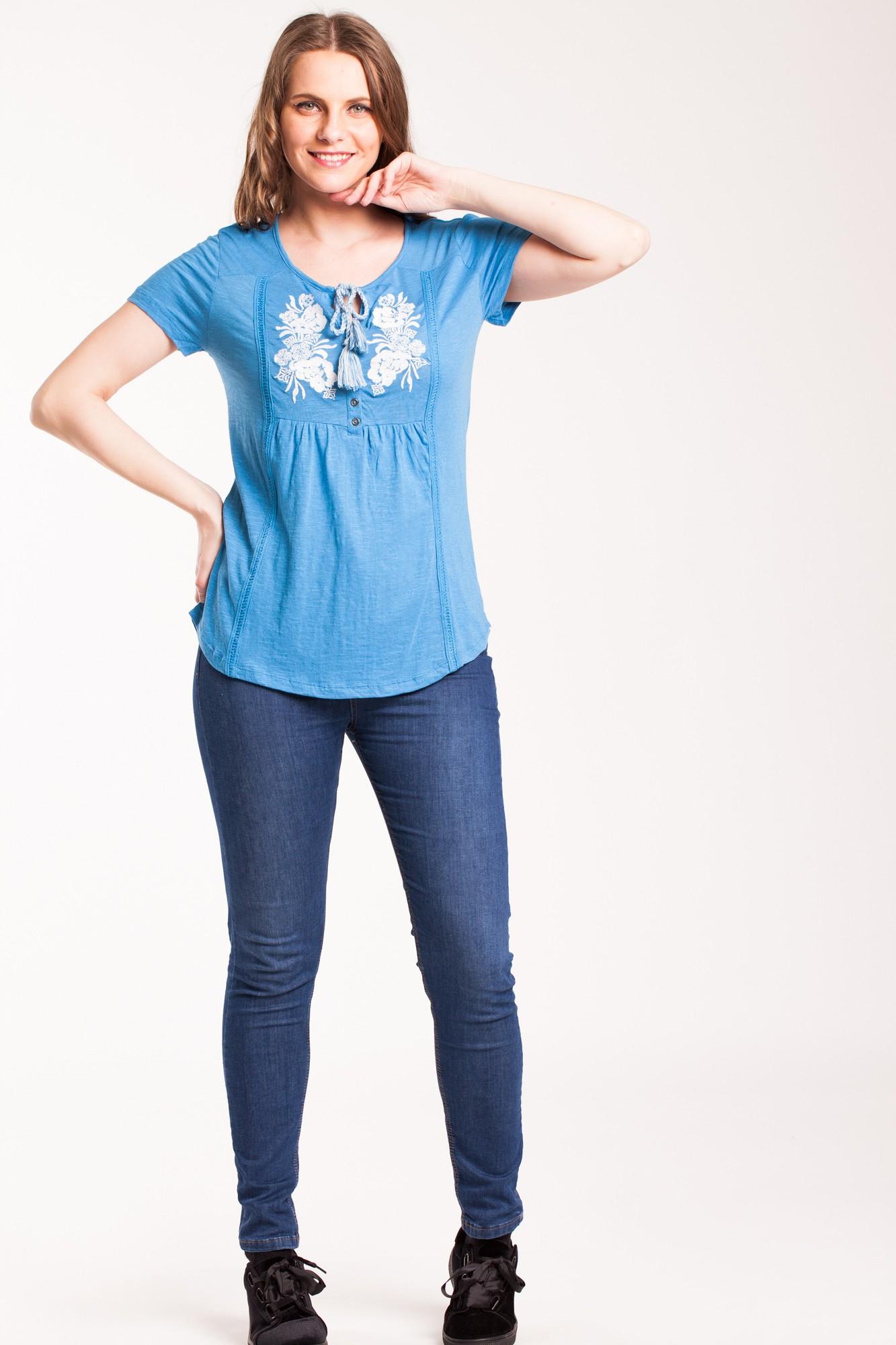 Tricou albastru casual cu broderie alba