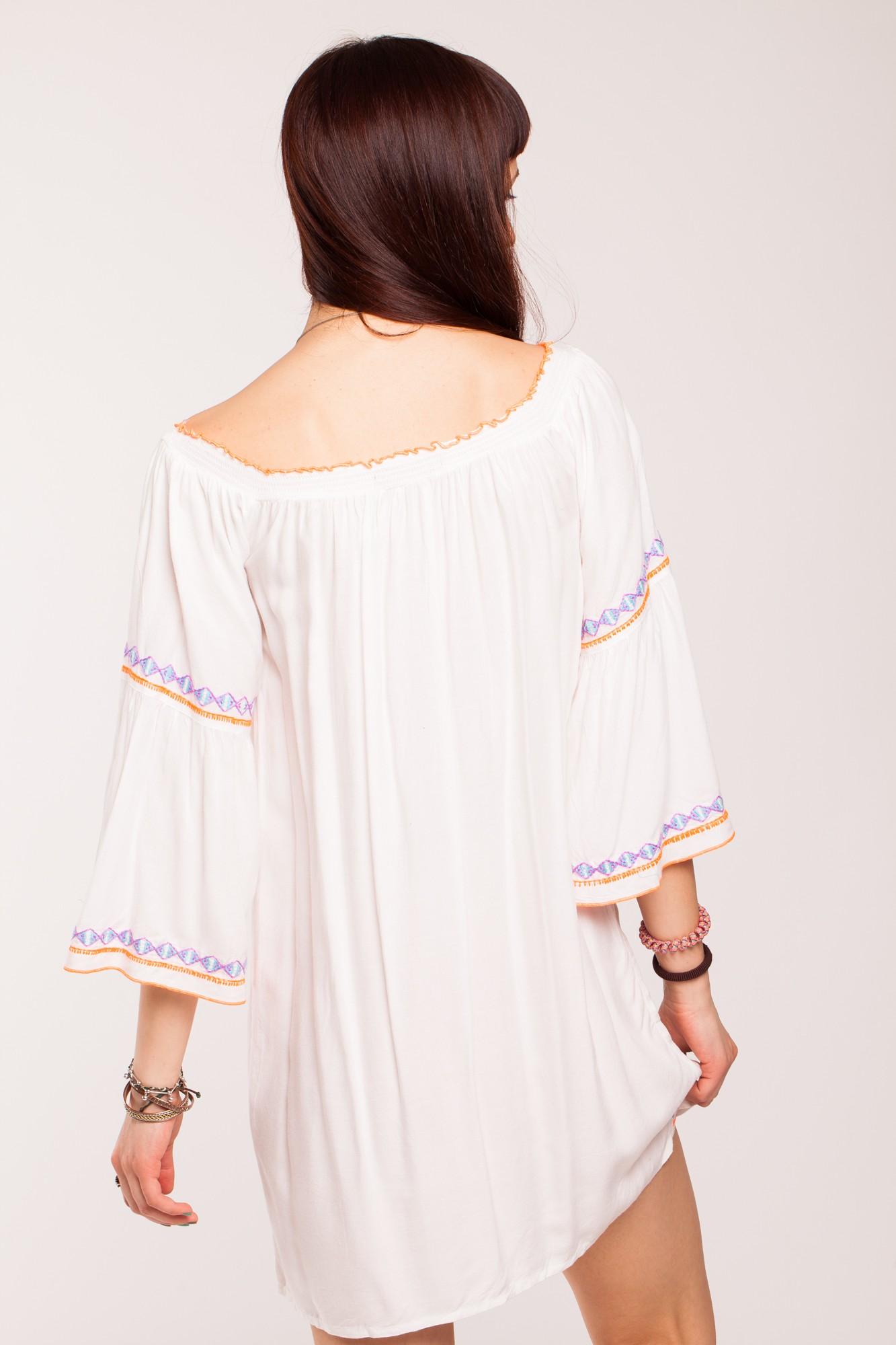 Rochie alba din vascoza cu broderie multicolora si maneci clopot