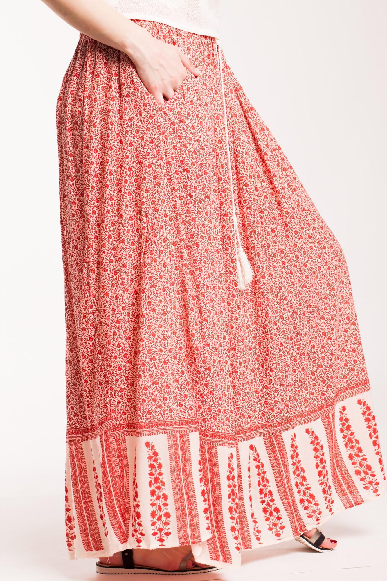 Fusta alba lunga din vascoza cu imprimeu rosu si buzunare