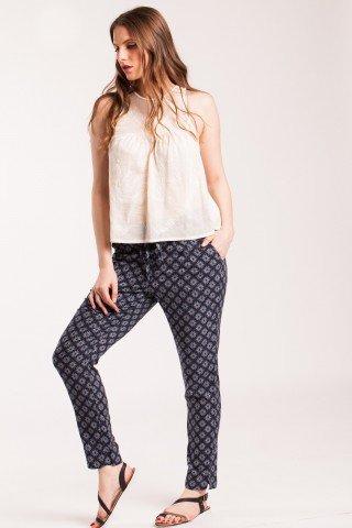 Pantaloni bleumarin Lina din vascoza cu imprimeu multi