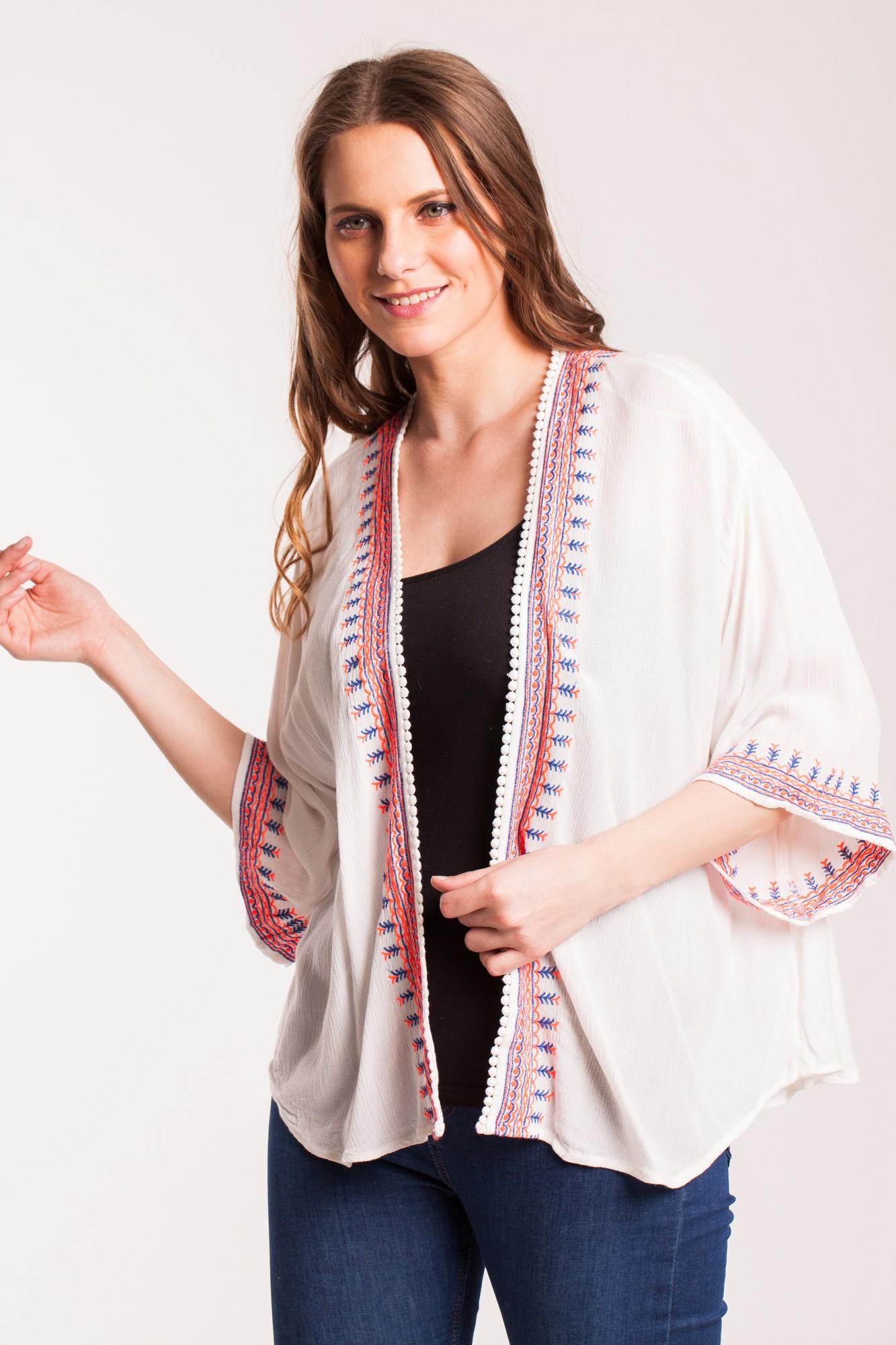 Kimono alb din vascoza cu broderie si ciucuri