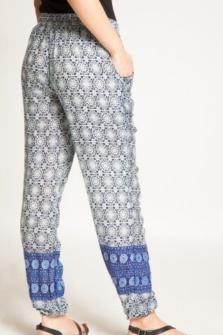 Pantaloni bleumarin din vascoza Amanda cu imprimeu alb