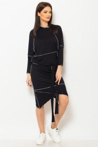 Rochie asimetrica neagra de zi cusuta in surjet cu alb