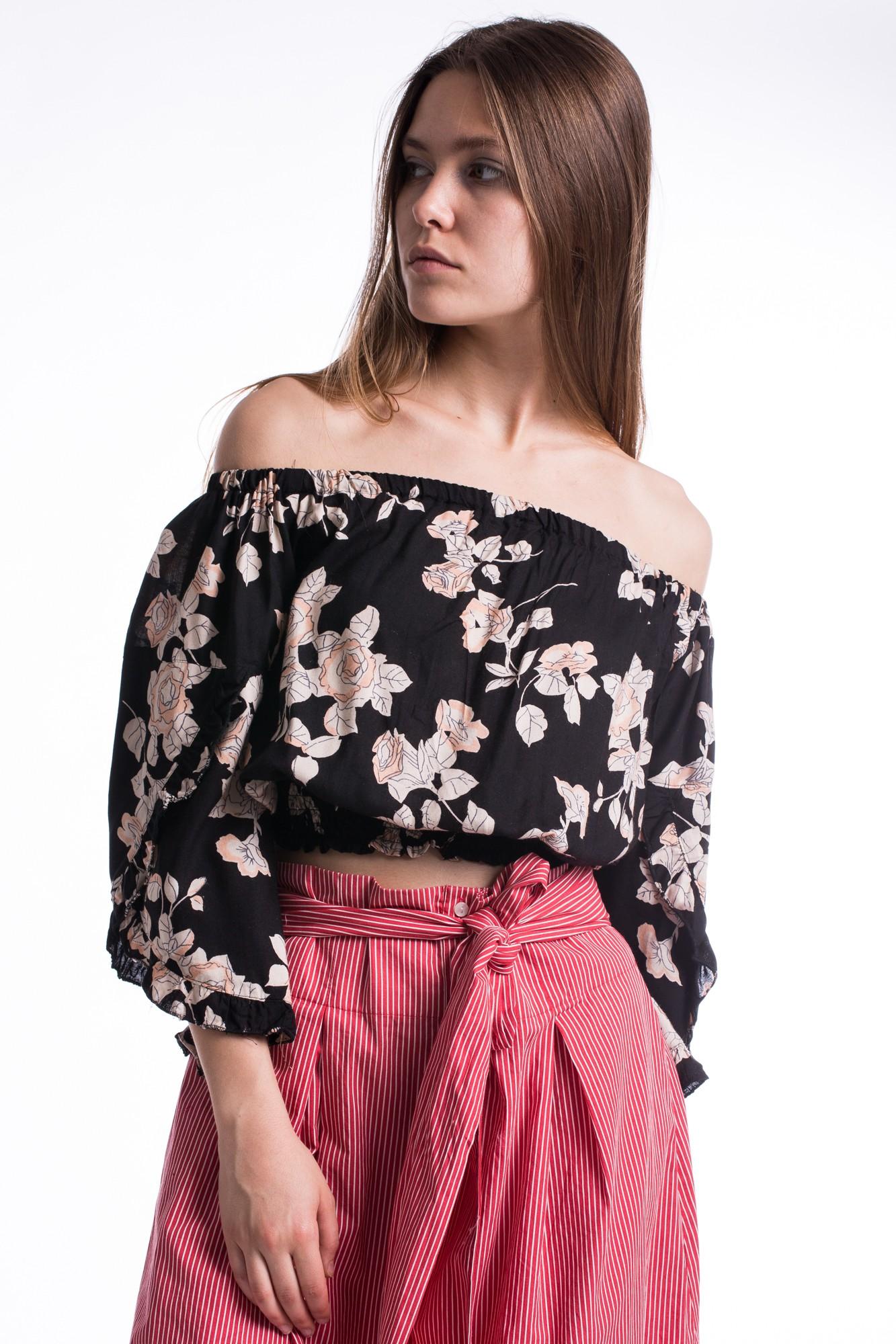 Bluza neagra din vascoza cu trandafiri