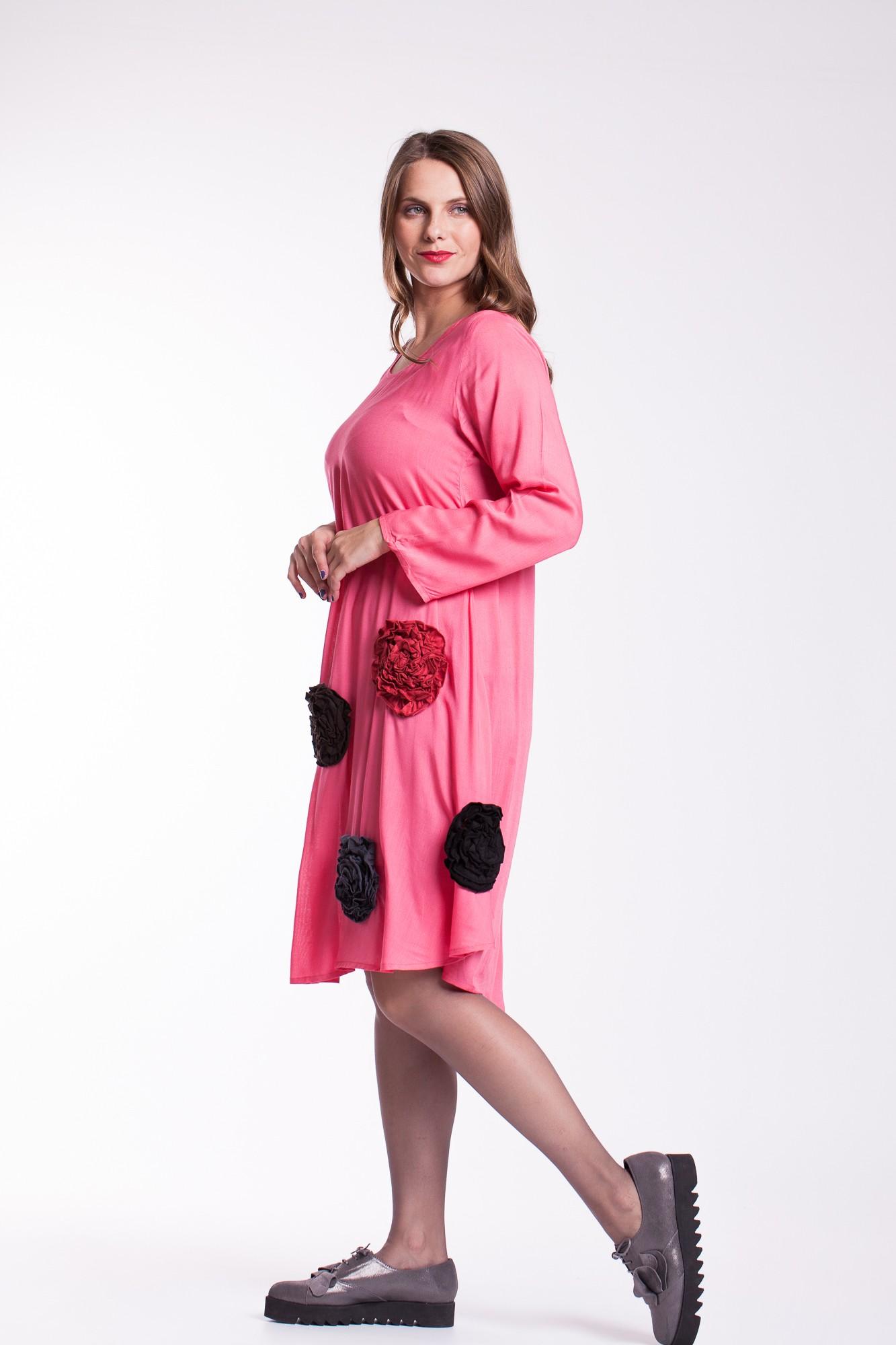 Rochie roz din vascoza cu flori colorate