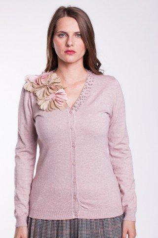 Pulover roz pal cu nasturi si aplicatii