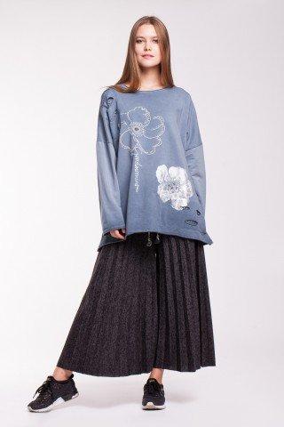 Bluza gri oversize cu imprimeu si aplicatii