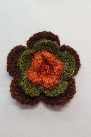 Aplicatie macrame floare maro
