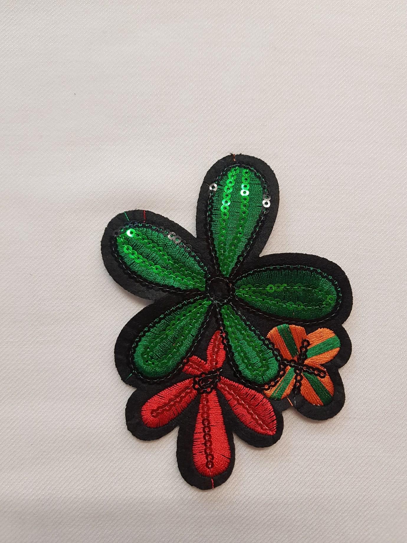 Aplicatie verde florala brodata cu paiete transparante
