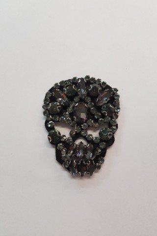 Aplicatie craniu cu pietre