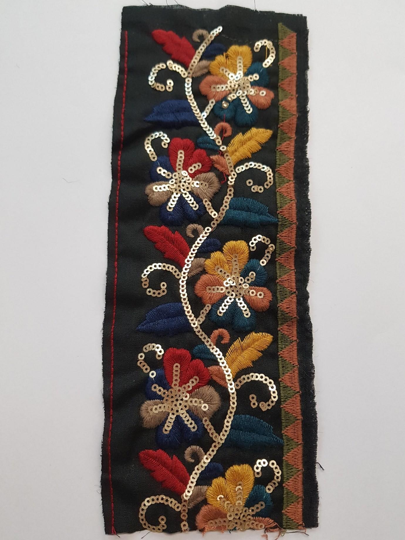 Aplicatie platca neagra florala cu paiete
