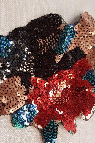 Aplicatie florala rosu-negru cu paiete