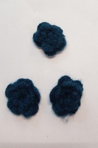 Aplicatie macarame buchet floral albastru