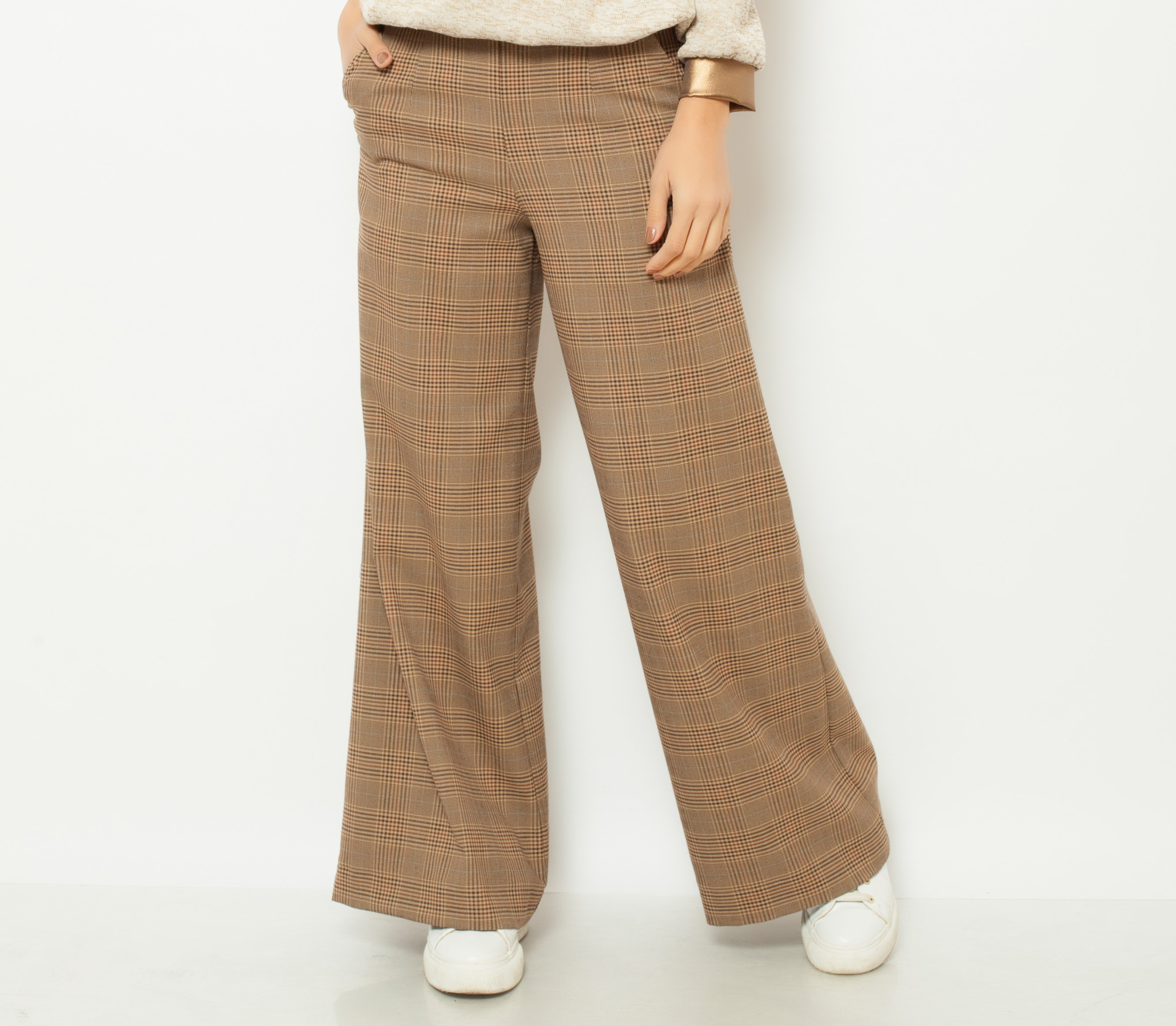 Pantaloni largi in carouri