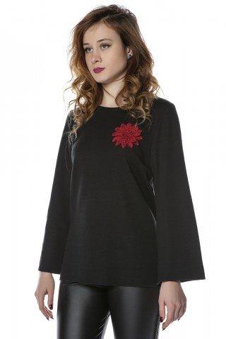 Bluza neagra cu aplicatie florala brodata