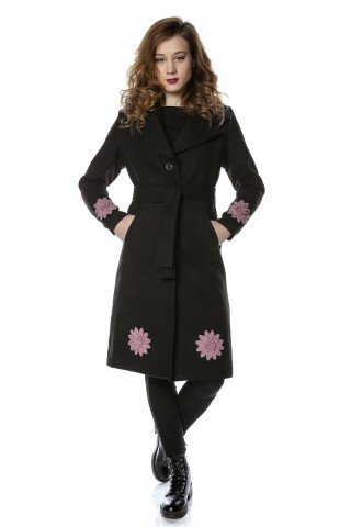 Palton negru din stofa cu motive florale aplicate