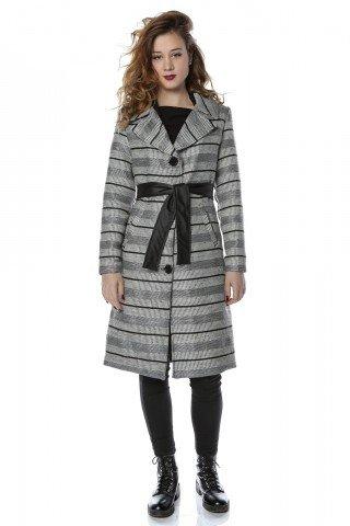Palton cu dungi orizontale si cordon negru in talie