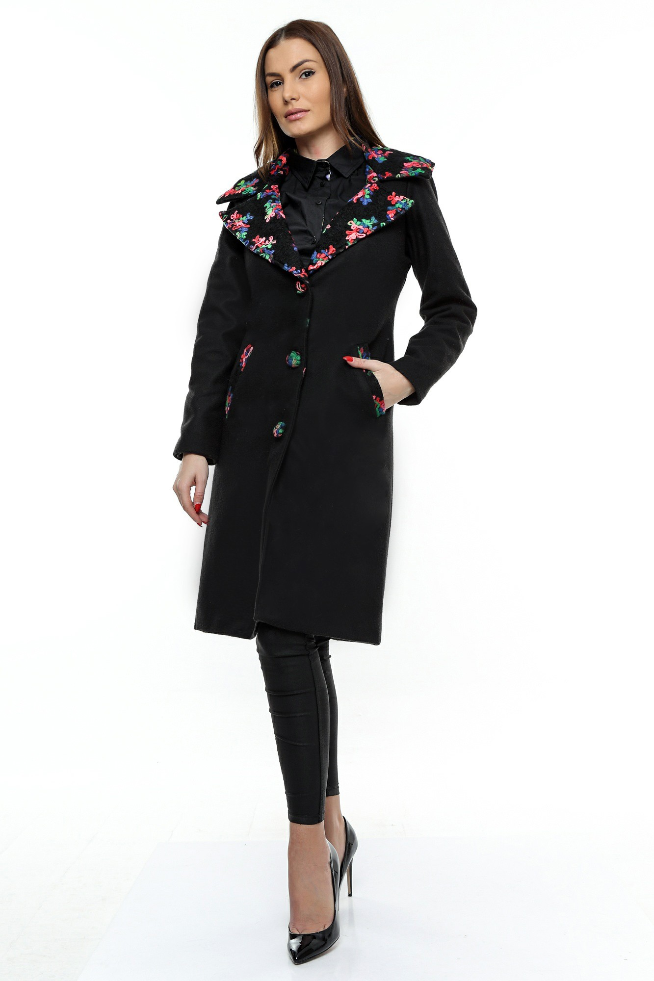 Palton negru din stofa cu guler din stofa tesut