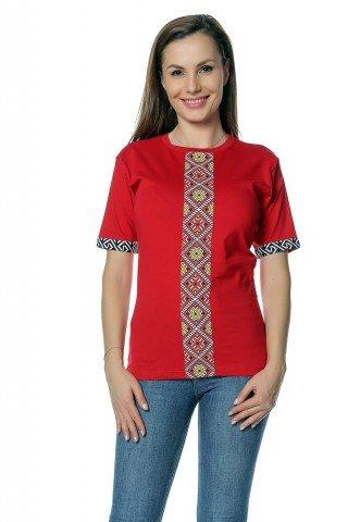 Tricou rosu cu insertii imprimate traditionale