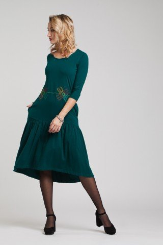 Rochie verde cu volan si motive traditionale brodate