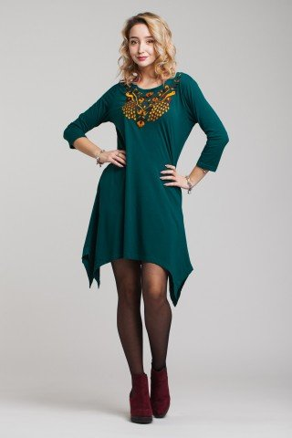 Rochie verde asimetrica si broderie multicolora
