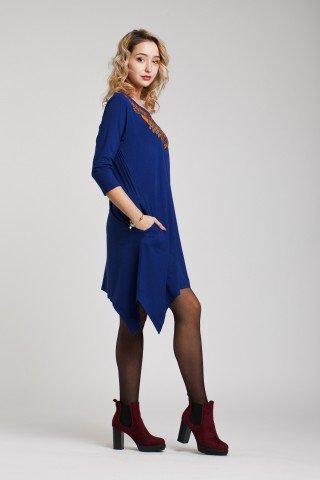 Rochie albastra asimetrica si broderie multicolora