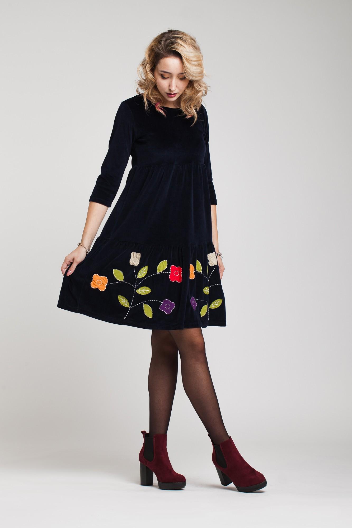 Rochie din catifea bleumarin cu volan si aplicatii florale