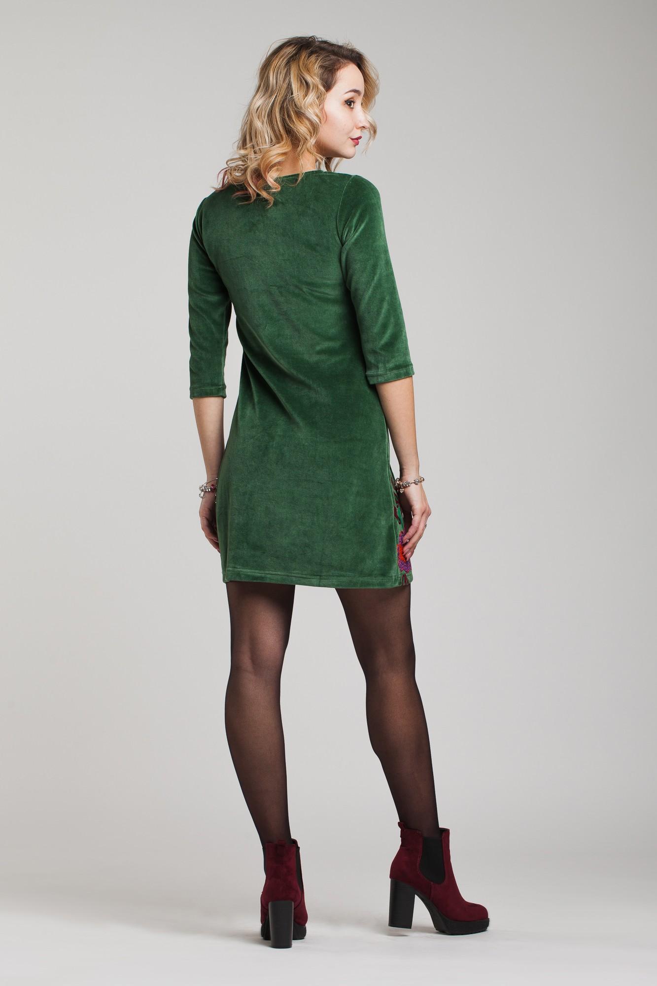 Rochie din catifea verde cu broderie multicolora