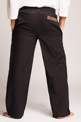 Pantaloni negri cu motive etnice multicolore pe buzunare