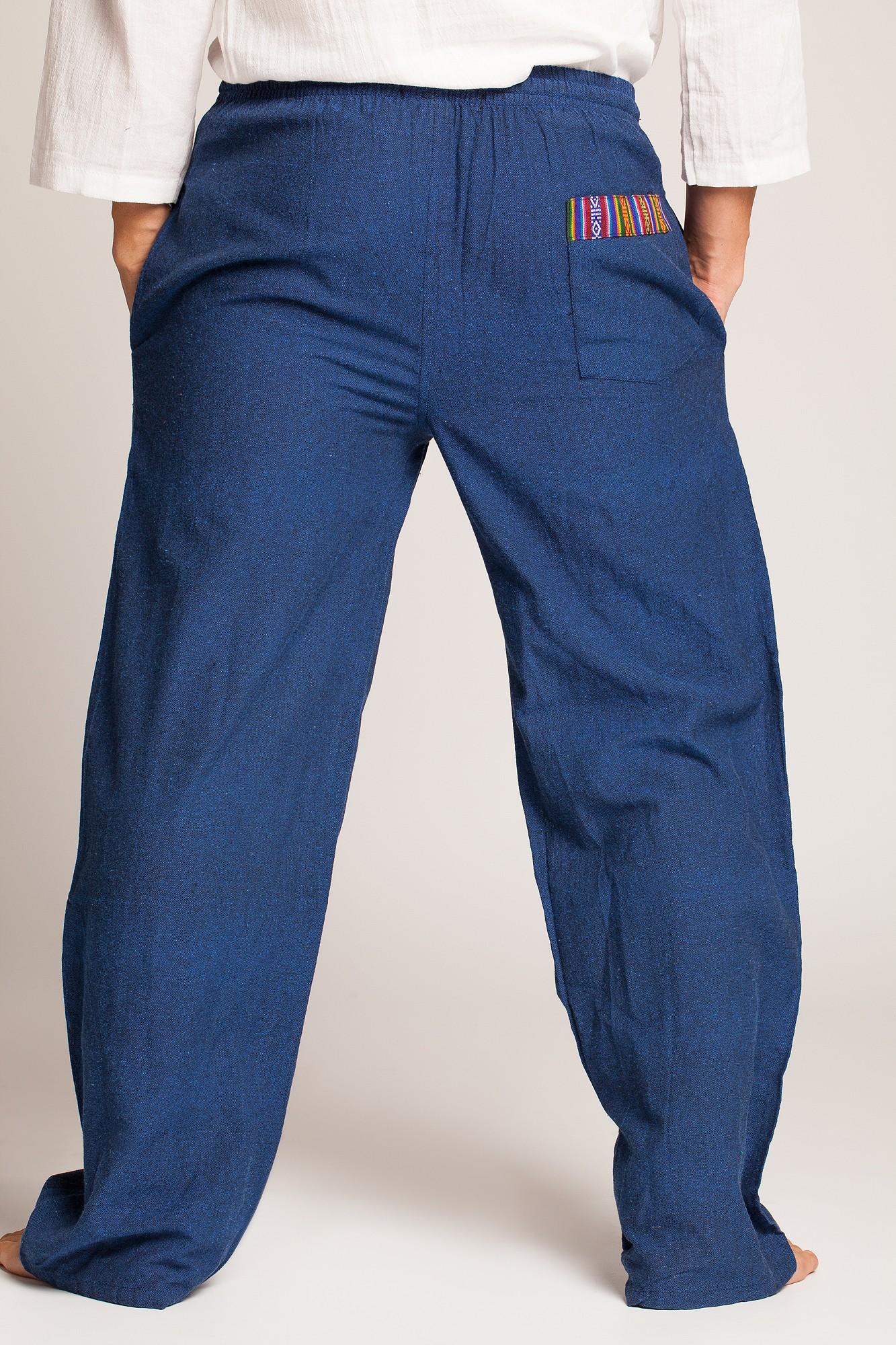 Pantaloni albastri cu motive etnice multicolore pe buzunare