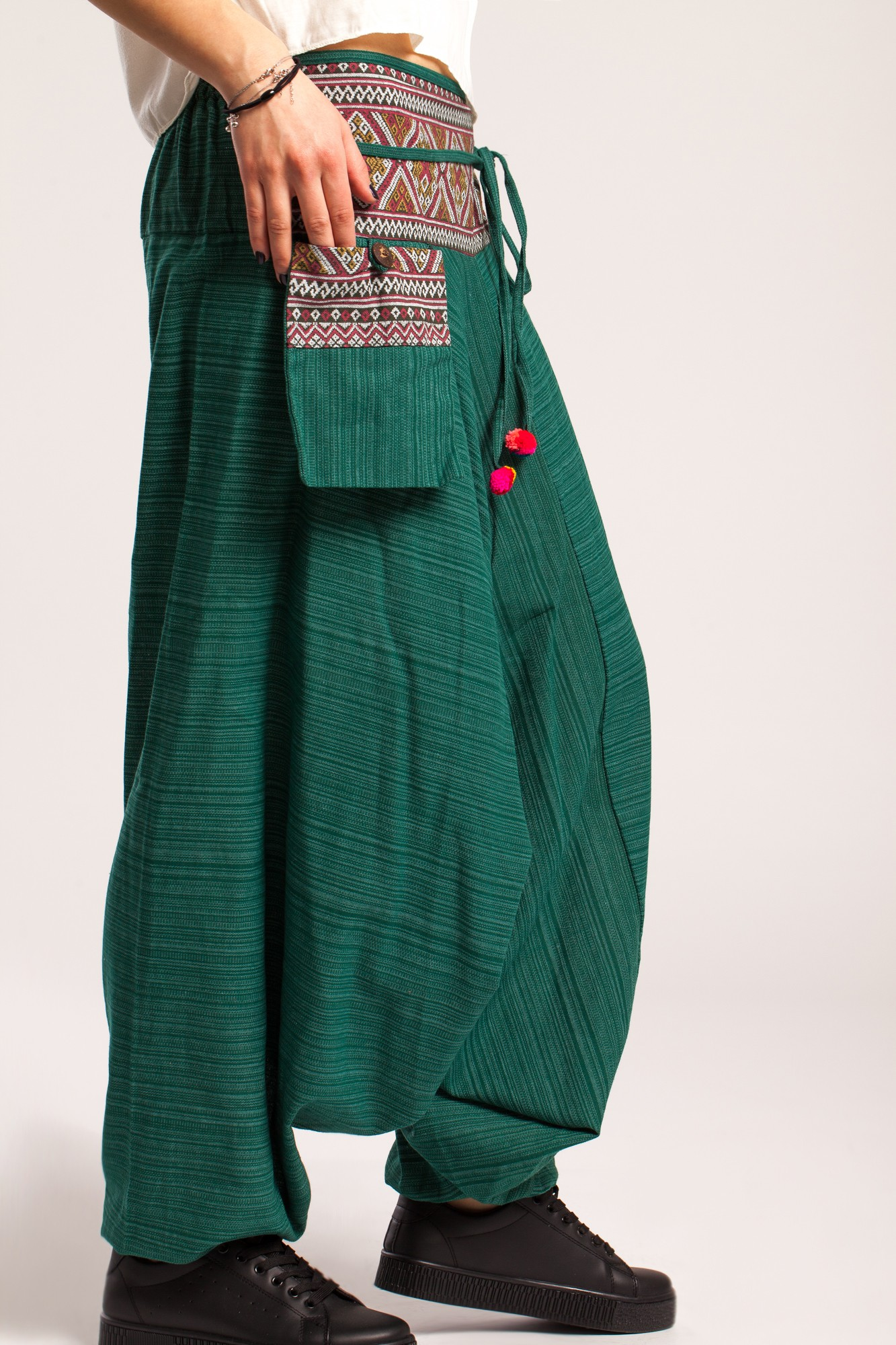 Salvari verde turcoaz cu brau etnic si buzunar aplicat