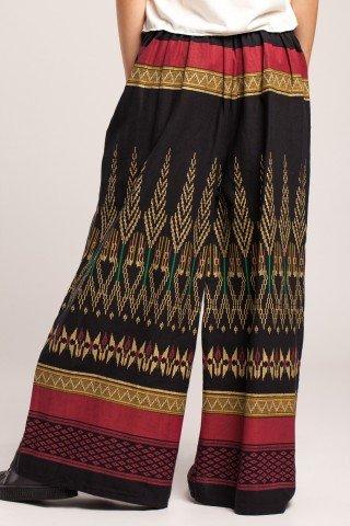 Pantaloni evazati cu imprimeu etnic multicolor