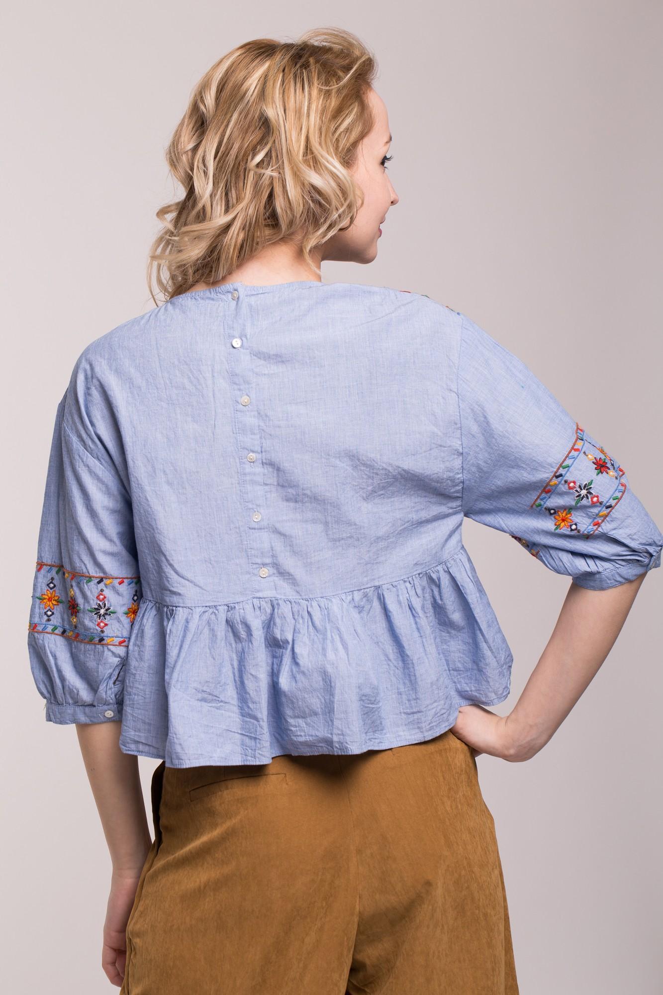 Bluza bleu cu broderie multicolora si maneci bufante