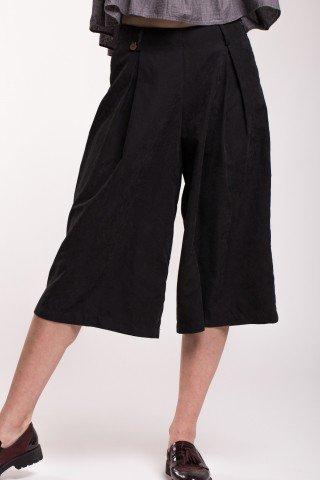 Pantaloni negri cullote cu buzunare laterale