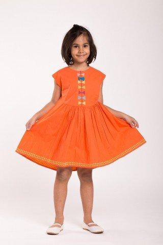 Rochie orange cu broderie colorata