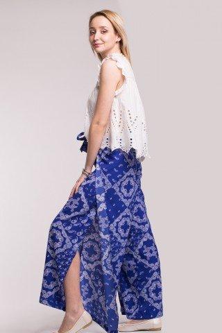 Pantaloni petrecuti albastri cu imprimeu alb