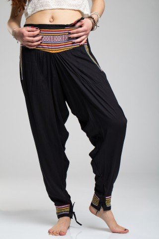 Pantaloni negri tip salvari cu brau si mansete etnice
