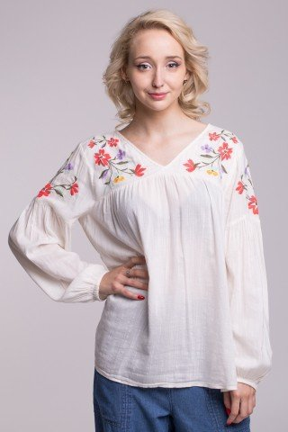 Bluza alba subtire cu broderie florala multicolora pe umeri